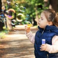 En sansegynge stimulerer dit barns indlæring og balance