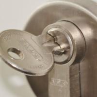 Billige låse og låsecylindere på Laaserabatten.dk